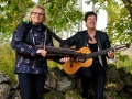 Ingmarie och Ann-Catrine i skogen